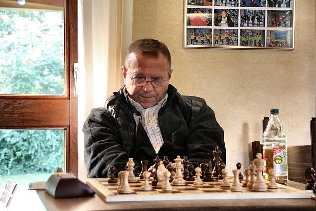 Kontrolliert das Geschehen: Branko Tansek am sechtsen Brett, Gerlingen II