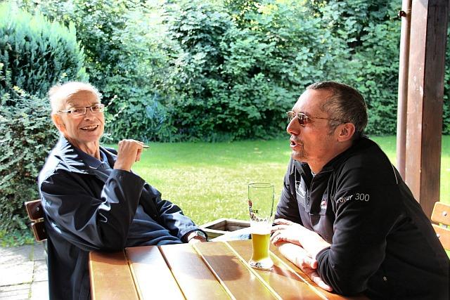 Trotz Niederlage iohrer Mannschaft bester Laune: Klaus Bulgrin und Michal Fuchs